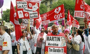 Technicians and nurses demonstrate in Paris