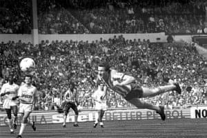 1987 Coventry City v Tottenham Hotspur A spectacular diving header from Coventry City striker Keith Houchen makes it 2-2 in the 63rd minute.  Unfancied Coventry won the Cup in their first ever final thanks to a Gary Mabbutt own goal during extra time