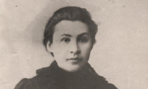 The photograph of Apollinariya Yakubova, who refused to marry Lenin, was discovered by a Russian history expert in London.