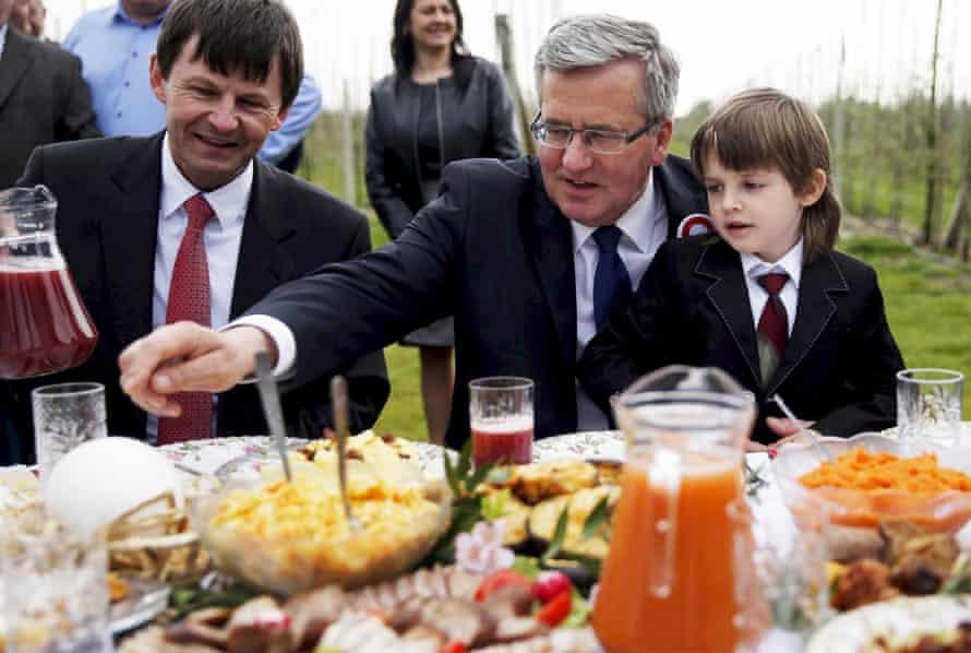Poland's president, Bronisław Komorowski, enjoys a meal
