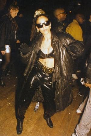 Mid-90s hip-hop club culture.