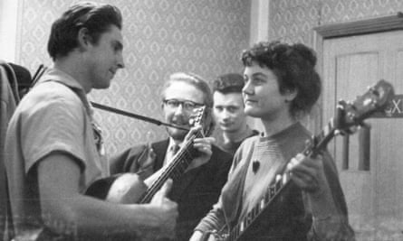 Guy Carawan performs with Peggy Seeger in London in the late 1950s/early 1960s