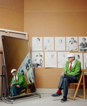 David Hockney in front of a mirror