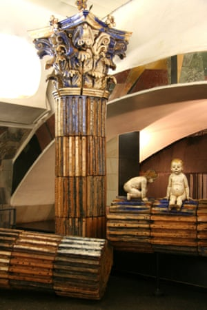 Romulus and Remus sculptures in Rimskaya Station, 2006