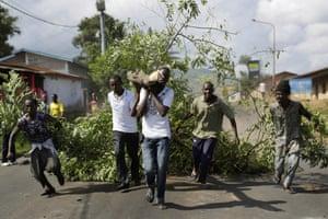 Anti-government demonstrations set up road blocks