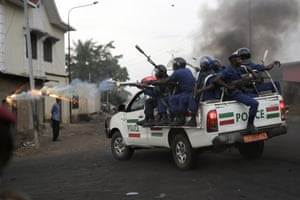 Burundi riot police fire tear gas as they chase demonstrators
