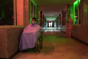 Ghaffar and Narin, in the corridor of the hospital after the transplant.