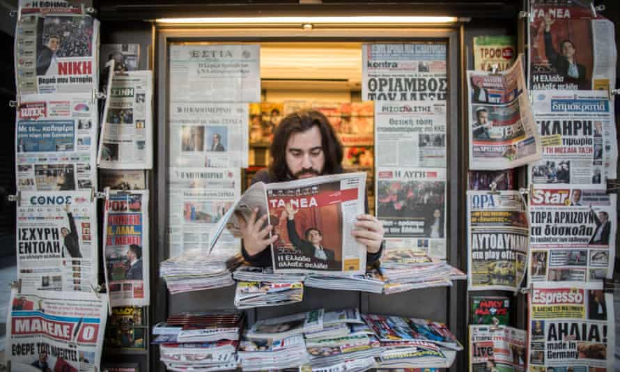 Time spent reading newspapers fell more than 25% in four years worldwide, a ZenithOptimedia report has found.