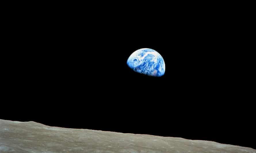 D29KB2 Earth rise over the MoonEarthplanetspacemoonorbitglobeexplorationsolarsystemglobalApollo11environmentenvironmentalcosmiccosmosastronomyplanetarysciencediscoveryastrophysicsastrophysicalatmospherecirclerounddesolationNASAimagephotophotographphotographyworldorbitmannedmissionflightspaceshipshiprisingrisesurfacenightuniverse