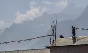 Sherpa film: Phurba Tashi with the summit of Everest behind him.