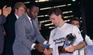 Pele presents the trophy to Bryan Robson after his Football League XI beat the Rest of the World XI 3-0 at Wembley on 8 August 1987.