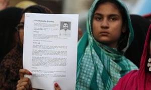 Relatives of Aftab Bahadur protest against his death sentence