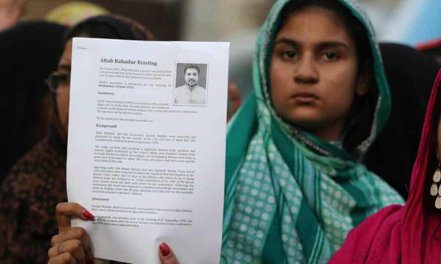 Relatives of Aftab Bahadur protest against his death sentence