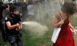 Fatih Zengin uses teargas against Ceyda Sungur