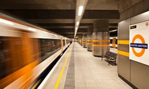 The London Overground leaves Dalston Junction station.