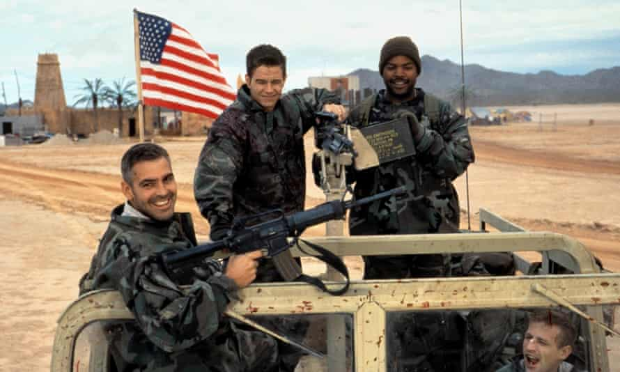 George Clooney, Mark Wahlberg, Ice Cube and Spike Jonze in Three Kings.