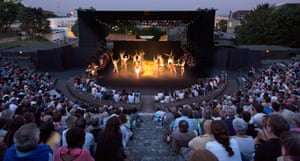 Tim Robbins presented A Midsummer Night's Dream with the Actor's Gang at Les Nuits de Fourvières in Lyon.