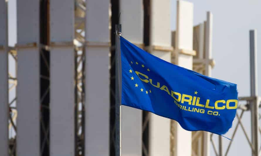 Cuadrilla Resources Flag and rig in Grange Hill, Poulton le Flyde, Blackpool