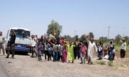 Displaced Iraqis begin returning  to their hometown of Tikrit, northern Iraq.