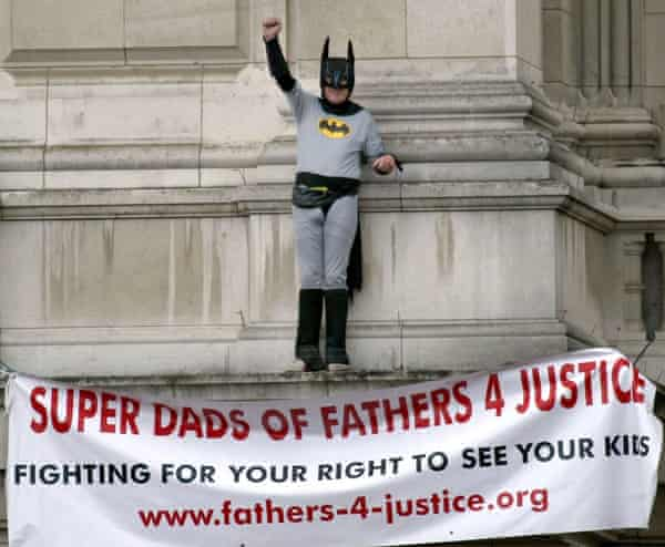 Fathers4Justice protester Jason Hatch at Buckingham Palace, 2004.