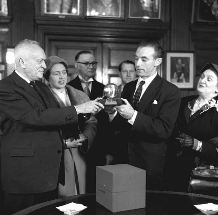 Gabriel Hanot presents Sir Stanley Matthews with the Ballon D'or trophy in 1956.