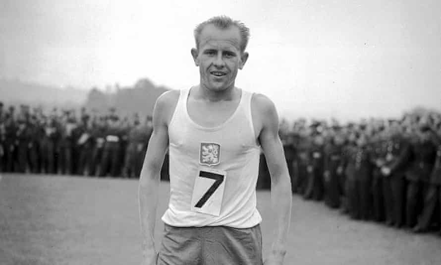 Emil Zátopek in 1947 after a successful five-mile cross-country race.