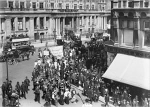 Suffragette procession promoting the Women   s Exhibition held at the Prince   s Skating Rink, Knightsbridge, May 1909      Museum of London
