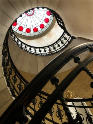 The staircase at Gerlóczy Cafe & Rooms
