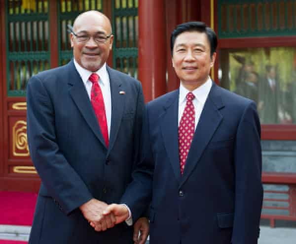 Chinese Vice President Li Yuanchao (R) with Surinamese President Desi Bouterse