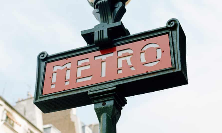 French metro sign.