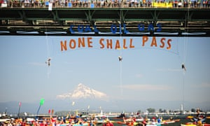 Protest against fossil fuels on Columbia River