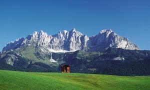 Les falaises abruptes de Wilder Kaiser ressemblent aux Dolomites