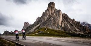 Faire du vélo dans les Dolomites