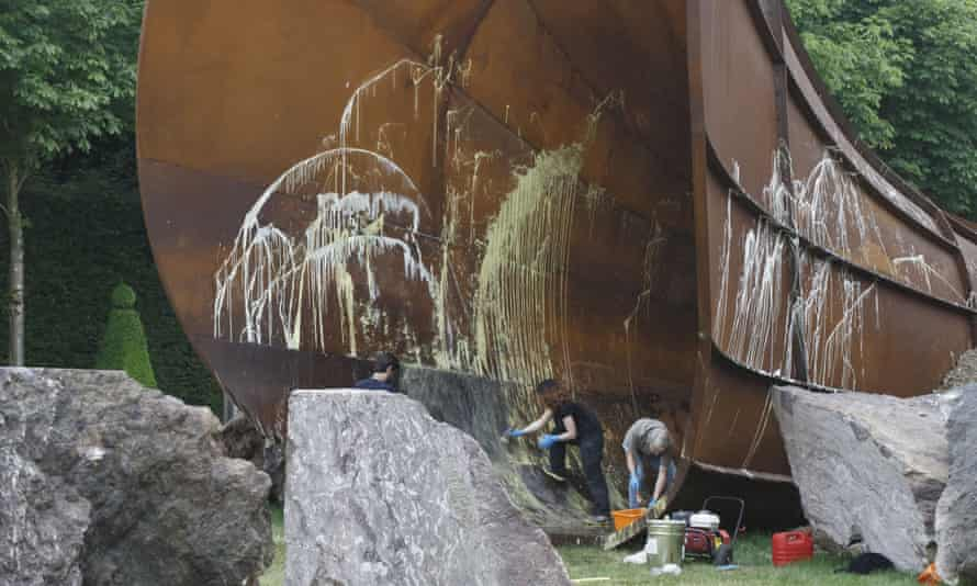 """Chateau de Versailles workers clean the sculpture """"Dirty Corner"""" by British artist Anish Kapoor"""