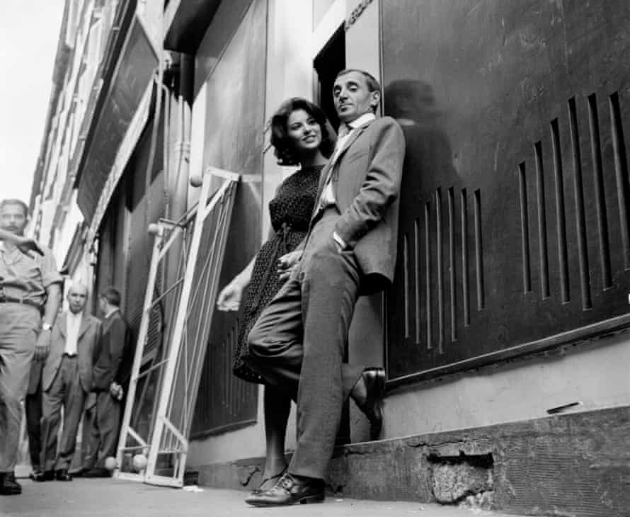 Aznavour with Giovanna Ralli in 1961 on the set of the film Horace.
