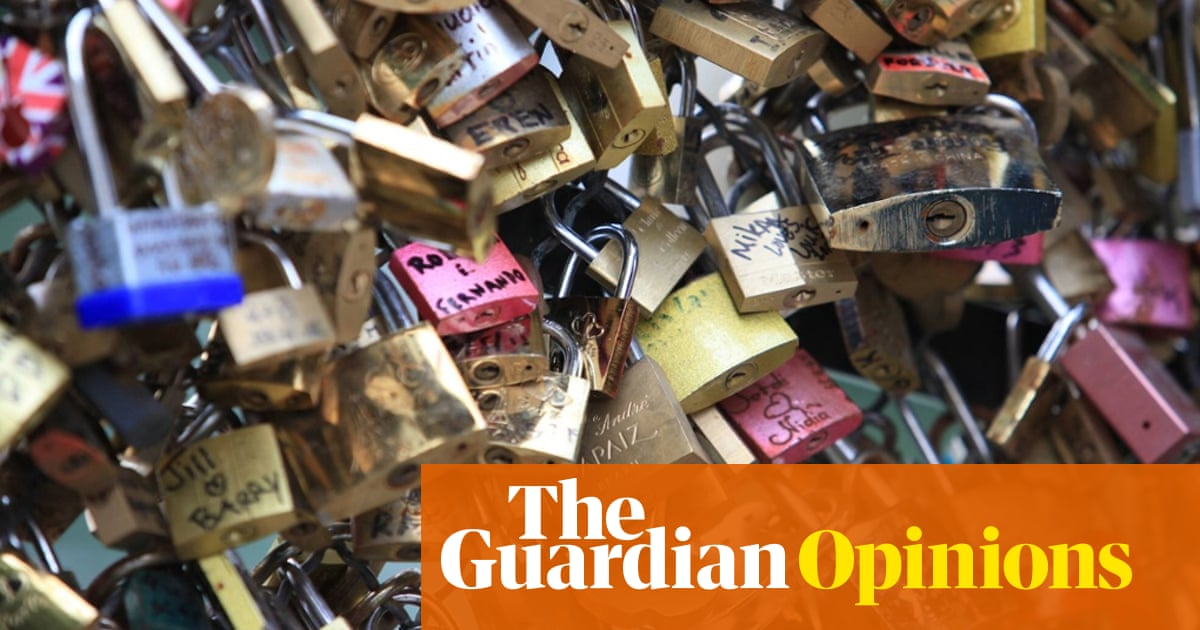 Love locks are the shallowest, stupidest, phoniest expression of