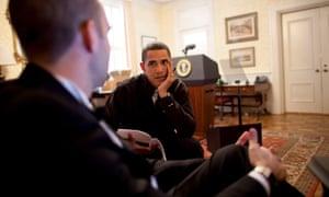 Obama discusses a speech with Jon Favreau in 2009.