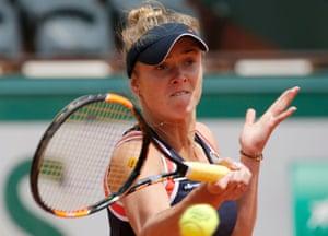 Elina Svitolina returns the ball to Ana Ivanovic.