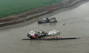 Aerial view of the rescue site in the Jianli section of the Yangtze.