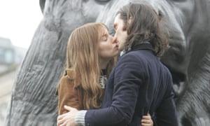 Sienna Miller and Cillian Murphy on the Hippie Hippie Shake film set in 2007.