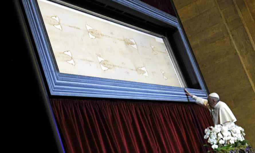 Pope Francis touches the shroud of Turin.
