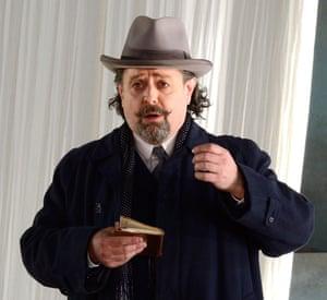 Paul Nilon as Aschenbach in Death in Venice.