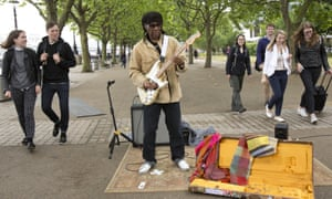 Nile Rodgers busking