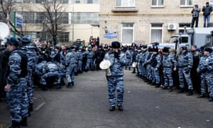 Police outside the court announcing the verdict for the Bolotnaya Square case defendants in 2014.