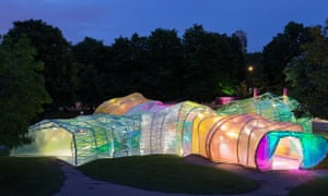 An alien glow worm .... the 2015 Serpentine pavilion by night