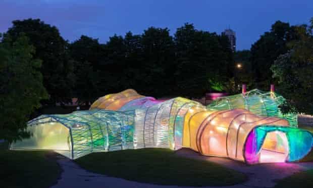 An alien glow worm .... the 2015 Serpentine pavilion by night