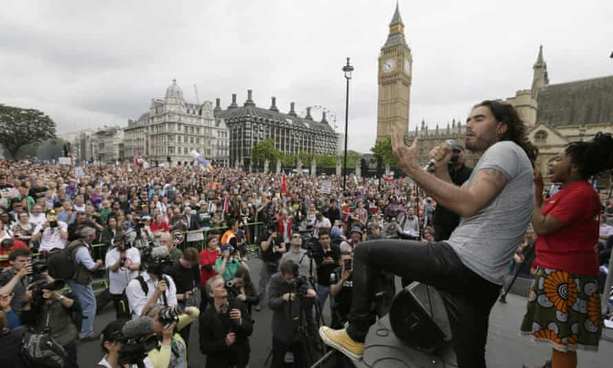 Russell Brand in skinny jeans