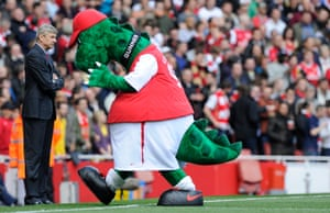 Arsene Wenger focuses on the match despite the antics of Gunnersaurus Rex