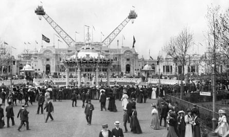 The 'flip-flap' ride at the Franco-British Exhibition held at White City, London, 1908.