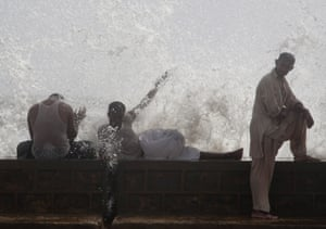 Men cool off on Karachi's shore